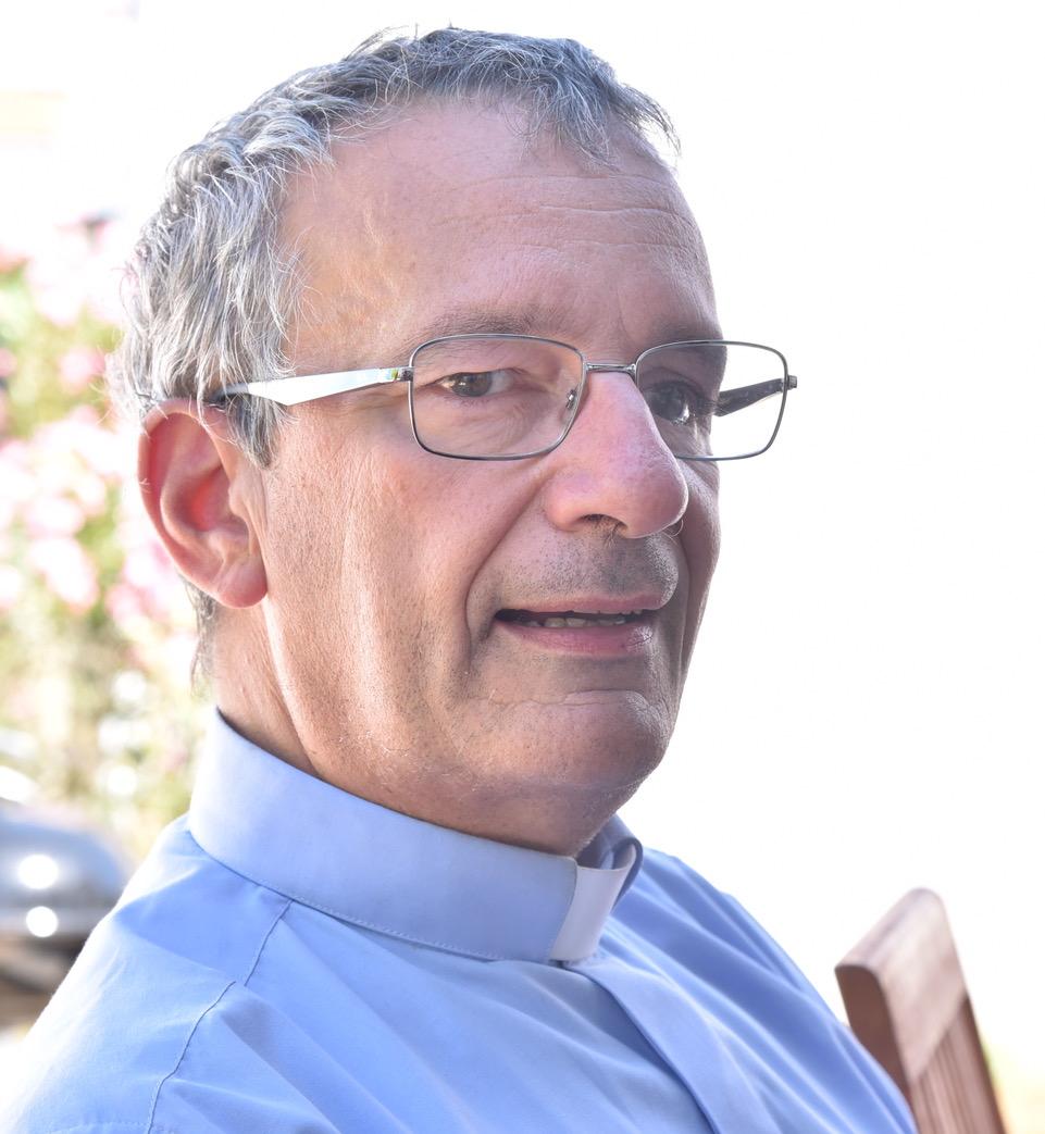 <strong>Le Père Philippe Gauer</strong>,<em> du diocèse de Nancy, est prêtre de la Communauté de l'Emmanuel. Médecin et théologien en pastorale familiale et bioéthique, il est actuellement aumônier de l'ICES (Institut Catholique d'enseignement supérieur) à La Roche Sur Yon. Il est aussi membre de l'équipe diocésaine de préparation au mariage et membre du Comité épiscopal d'éthique médicale du diocèse de Luçon. </em>